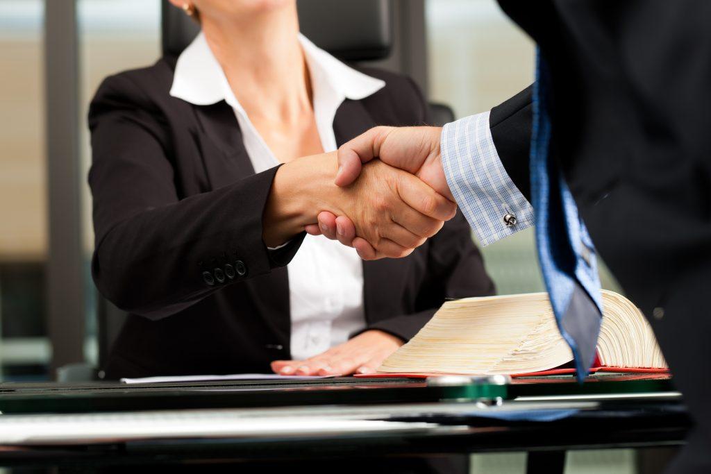 La Mejor Firma Legal de Abogados en Español de Acuerdos en Casos de Compensación Laboral, Mayor Compensación de Pago Adelantado en East Los Angeles California